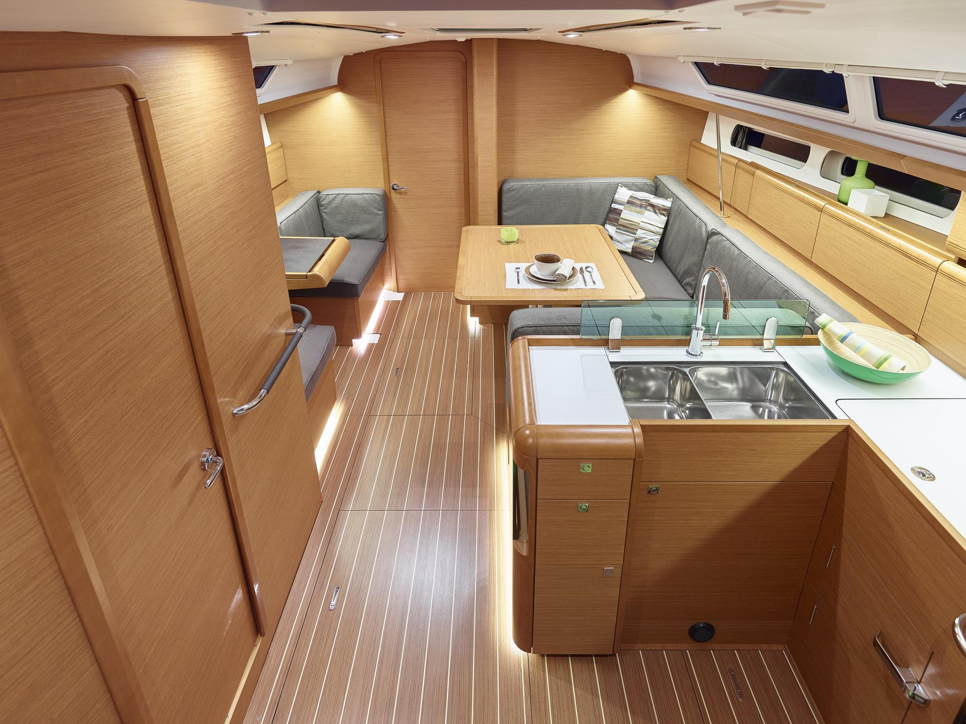 Sun Odyssey 419 interior_1