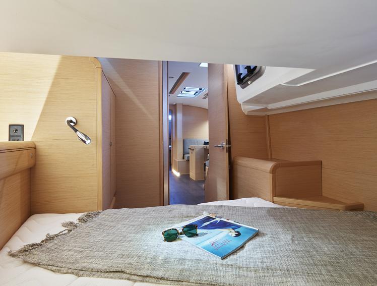 Sun Odyssey 449 interior_1